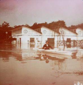 1983 - Ao lado da Prefeitura. Mecânica Indacar