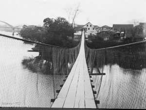 1949 – Ponte Pênsil sobre Rio Benedito